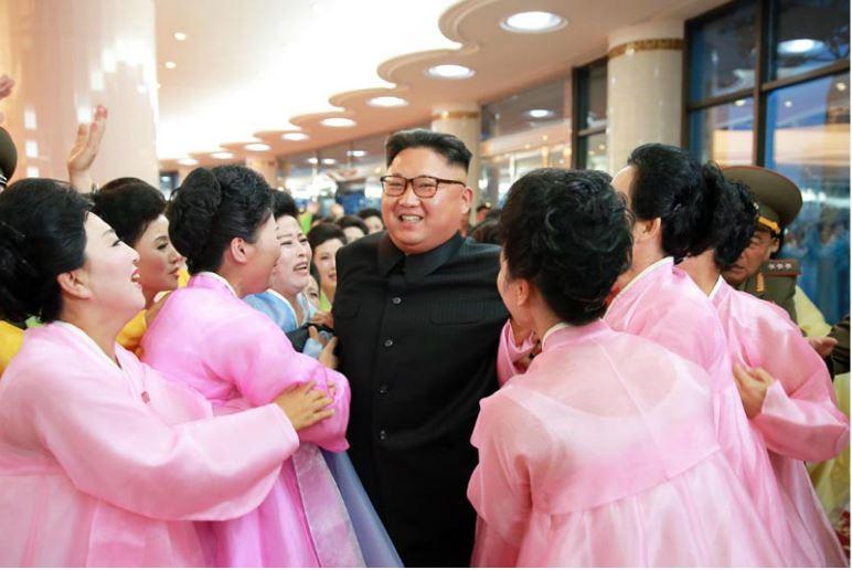 160716 - 조선의 오늘 - KIM JONG UN - Marschall KIM JONG UN besuchte ein Konzert der Frauen der Offiziere der Volksarmee - 03 - 경애하는 김정은동지께서 조선인민군 제2기 제6차 군인가족예술소조경연에서 당선된 군부대들의 군인가족예술소조공연을 관람하시였다