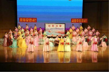 160716 - 조선의 오늘 - KIM JONG UN - Marschall KIM JONG UN besuchte ein Konzert der Frauen der Offiziere der Volksarmee - 04 - 경애하는 김정은동지께서 조선인민군 제2기 제6차 군인가족예술소조경연에서 당선된 군부대들의 군인가족예술소조공연을 관람하시였다