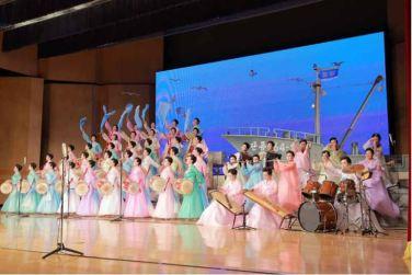 160716 - 조선의 오늘 - KIM JONG UN - Marschall KIM JONG UN besuchte ein Konzert der Frauen der Offiziere der Volksarmee - 05 - 경애하는 김정은동지께서 조선인민군 제2기 제6차 군인가족예술소조경연에서 당선된 군부대들의 군인가족예술소조공연을 관람하시였다