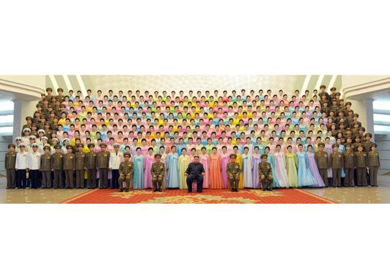 160716 - RS - KIM JONG UN - Marschall KIM JONG UN besuchte ein Konzert der Frauen der Offiziere der Volksarmee - 02 - 경애하는 김정은동지께서 조선인민군 제2기 제6차 군인가족예술소조경연에서 당선된 군부대들의 군인가족예술소조공연을 관람하시였다