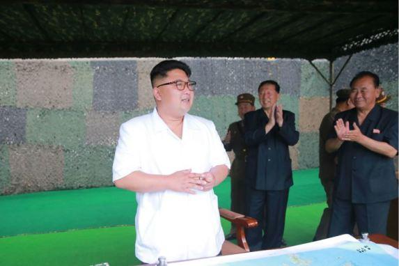 160720 - 조선의 오늘 - KIM JONG UN - Marschall KIM JONG UN begutachtete eine Raketenschießübung der Artillerie - 03 - 경애하는 김정은동지께서 조선인민군 전략군 화성포병부대들의 탄도로케트발사훈련을 지도하시였다