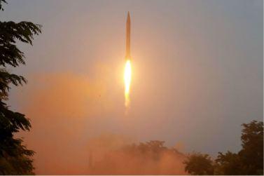 160720 - 조선의 오늘 - KIM JONG UN - Marschall KIM JONG UN begutachtete eine Raketenschießübung der Artillerie - 06 - 경애하는 김정은동지께서 조선인민군 전략군 화성포병부대들의 탄도로케트발사훈련을 지도하시였다