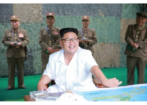 160720 - RS - KIM JONG UN - Marschall KIM JONG UN begutachtete eine Raketenschießübung der Artillerie - 01 - 경애하는 김정은동지께서 조선인민군 전략군 화성포병부대들의 탄도로케트발사훈련을 지도하시였다