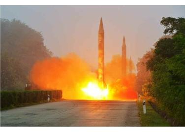 160720 - RS - KIM JONG UN - Marschall KIM JONG UN begutachtete eine Raketenschießübung der Artillerie - 03 - 경애하는 김정은동지께서 조선인민군 전략군 화성포병부대들의 탄도로케트발사훈련을 지도하시였다