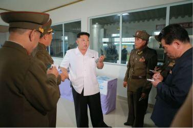 160724 - 조선의 오늘 - KIM JONG UN - Marschall KIM JONG UN besuchte die Fischmehlfabrik der 810. Truppe der KVA - 05 - 경애하는 김정은동지께서 조선인민군 제810군부대산하 어분사료공장을 현지지도하시였다