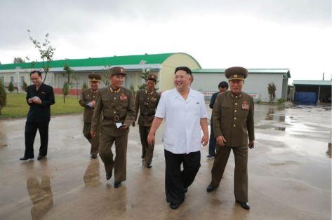 160724 - 조선의 오늘 - KIM JONG UN - Marschall KIM JONG UN besuchte die Fischmehlfabrik der 810. Truppe der KVA - 08 - 경애하는 김정은동지께서 조선인민군 제810군부대산하 어분사료공장을 현지지도하시였다