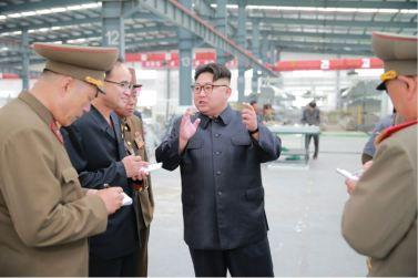 160727 - 조선의 오늘 - Genosse KIM JONG UN besuchte das Baumaterialienkombinat Chollima - 01 - 경애하는 김정은동지께서 천리마건재종합공장을 현지지도하시였다