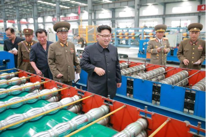 160727 - 조선의 오늘 - Genosse KIM JONG UN besuchte das Baumaterialienkombinat Chollima - 06 - 경애하는 김정은동지께서 천리마건재종합공장을 현지지도하시였다