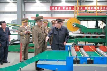 160727 - 조선의 오늘 - Genosse KIM JONG UN besuchte das Baumaterialienkombinat Chollima - 07 - 경애하는 김정은동지께서 천리마건재종합공장을 현지지도하시였다