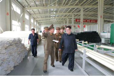 160727 - 조선의 오늘 - Genosse KIM JONG UN besuchte das Baumaterialienkombinat Chollima - 13 - 경애하는 김정은동지께서 천리마건재종합공장을 현지지도하시였다