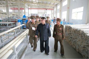 160727 - 조선의 오늘 - Genosse KIM JONG UN besuchte das Baumaterialienkombinat Chollima - 14 - 경애하는 김정은동지께서 천리마건재종합공장을 현지지도하시였다