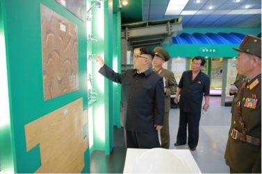 160727 - 조선의 오늘 - Genosse KIM JONG UN besuchte das Baumaterialienkombinat Chollima - 17 - 경애하는 김정은동지께서 천리마건재종합공장을 현지지도하시였다