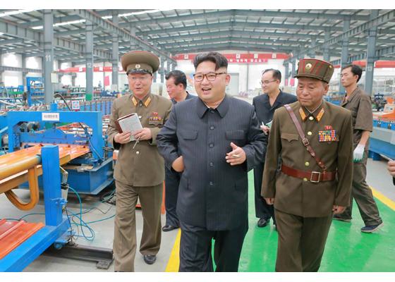 160727 - RS - Genosse KIM JONG UN besuchte das Baumaterialienkombinat Chollima - 01 - 경애하는 김정은동지께서 천리마건재종합공장을 현지지도하시였다