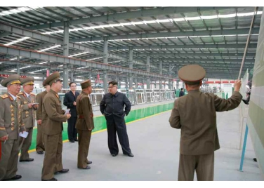 160727 - RS - Genosse KIM JONG UN besuchte das Baumaterialienkombinat Chollima - 02 - 경애하는 김정은동지께서 천리마건재종합공장을 현지지도하시였다