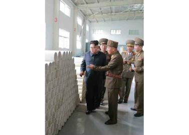 160727 - RS - Genosse KIM JONG UN besuchte das Baumaterialienkombinat Chollima - 11 - 경애하는 김정은동지께서 천리마건재종합공장을 현지지도하시였다