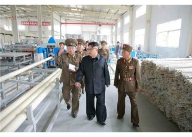 160727 - RS - Genosse KIM JONG UN besuchte das Baumaterialienkombinat Chollima - 13 - 경애하는 김정은동지께서 천리마건재종합공장을 현지지도하시였다