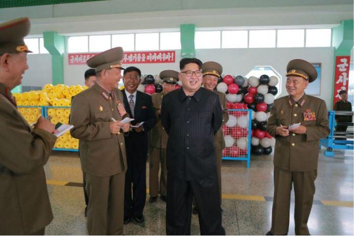160730 - 조선의 오늘 - KIM JONG UN - Marschall KIM JONG UN besuchte das neue Fischfanggerätekombinat der Armee - 04 - 경애하는 김정은동지께서 새로 건설된 조선인민군 어구종합공장을 현지지도하시였다