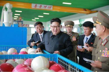160730 - 조선의 오늘 - KIM JONG UN - Marschall KIM JONG UN besuchte das neue Fischfanggerätekombinat der Armee - 05 - 경애하는 김정은동지께서 새로 건설된 조선인민군 어구종합공장을 현지지도하시였다