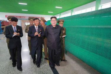 160730 - 조선의 오늘 - KIM JONG UN - Marschall KIM JONG UN besuchte das neue Fischfanggerätekombinat der Armee - 07 - 경애하는 김정은동지께서 새로 건설된 조선인민군 어구종합공장을 현지지도하시였다