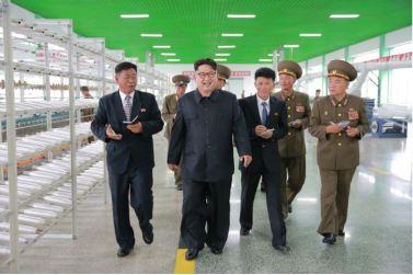 160730 - 조선의 오늘 - KIM JONG UN - Marschall KIM JONG UN besuchte das neue Fischfanggerätekombinat der Armee - 15 - 경애하는 김정은동지께서 새로 건설된 조선인민군 어구종합공장을 현지지도하시였다
