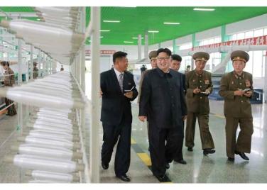 160730 - RS - KIM JONG UN - Marschall KIM JONG UN besuchte das neue Fischfanggerätekombinat der Armee - 08 - 경애하는 김정은동지께서 새로 건설된 조선인민군 어구종합공장을 현지지도하시였다