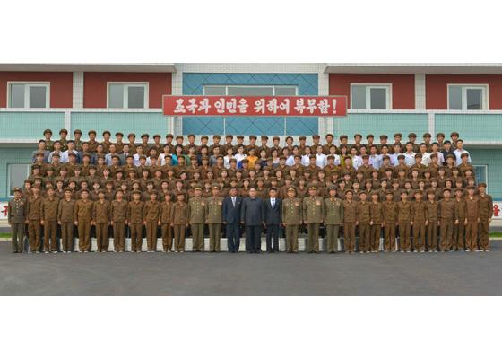 160730 - RS - KIM JONG UN - Marschall KIM JONG UN besuchte das neue Fischfanggerätekombinat der Armee - 18 - 경애하는 김정은동지께서 새로 건설된 조선인민군 어구종합공장을 현지지도하시였다