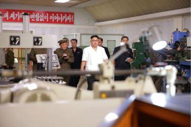 160810 - 조선의 오늘 - KIM JONG UN - Genosse KIM JONG UN besichtigte das Maschinenkombinat '18. Januar' - 07 - 경애하는 김정은동지께서 1월18일기계종합공장을 현지지도하시였다