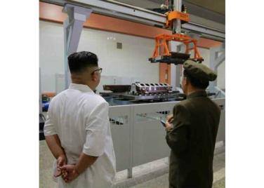 160810 - RS - KIM JONG UN - Genosse KIM JONG UN besichtigte das Maschinenkombinat '18. Januar' - 02 - 경애하는 김정은동지께서 1월18일기계종합공장을 현지지도하시였다
