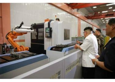 160810 - RS - KIM JONG UN - Genosse KIM JONG UN besichtigte das Maschinenkombinat '18. Januar' - 05 - 경애하는 김정은동지께서 1월18일기계종합공장을 현지지도하시였다