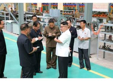 160810 - RS - KIM JONG UN - Genosse KIM JONG UN besichtigte das Maschinenkombinat '18. Januar' - 06 - 경애하는 김정은동지께서 1월18일기계종합공장을 현지지도하시였다