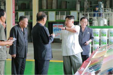 160813 - 조선의 오늘 - KIM JONG UN - Genosse KIM JONG UN besichtigte die neuen Produktionsprozesse im Vereinigten Chemiewerk Sunchon - 07 - 경애하는 김정은동지께서 순천화학련합기업소에 새로 꾸린 아크릴계칠감생산공정을 돌아보시였다