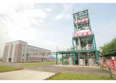 160813 - RS - KIM JONG UN - Genosse KIM JONG UN besichtigte die neuen Produktionsprozesse im Vereinigten Chemiewerk Sunchon - 10 - 경애하는 김정은동지께서 순천화학련합기업소에 새로 꾸린 아크릴계칠감생산공정을 돌아보시였다
