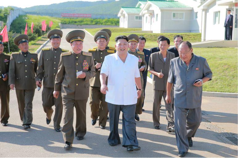 160818 - 조선의 오늘 - KIM JONG UN - Marschall KIM JONG UN besichtigte den Schweinezuchtbetrieb Taedonggang - 01 - 경애하는 김정은동지께서 대동강돼지공장을 현지지도하시였다