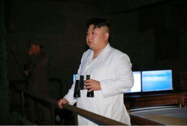 160825 - 조선의 오늘 - KIM JONG UN - Marschall KIM JONG UN leitete das Unterwassertestschießen der ballistischen Rakete vom strategischen U-Boot - 01 - 주체조선의 핵공격능력의 일대 과시 경애하는 김정은동지의 지도밑에 전략잠수함 탄도탄수중시험발사가 성공적으로 진행되였다