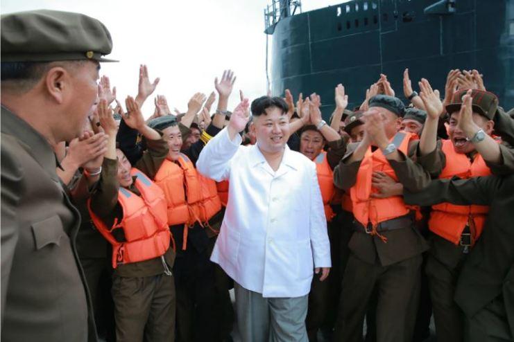 160825 - 조선의 오늘 - KIM JONG UN - Marschall KIM JONG UN leitete das Unterwassertestschießen der ballistischen Rakete vom strategischen U-Boot - 10 - 주체조선의 핵공격능력의 일대 과시 경애하는 김정은동지의 지도밑에 전략잠수함 탄도탄수중시험발사가 성공적으로 진행되였다