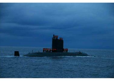 160825 - RS - KIM JONG UN - Marschall KIM JONG UN leitete das Unterwassertestschießen der ballistischen Rakete vom strategischen U-Boot - 05 - 주체조선의 핵공격능력의 일대 과시 경애하는 김정은동지의 지도밑에 전략잠수함 탄도탄수중시험발사가 성공적으로 진행되였다
