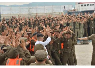160825 - RS - KIM JONG UN - Marschall KIM JONG UN leitete das Unterwassertestschießen der ballistischen Rakete vom strategischen U-Boot - 12 - 주체조선의 핵공격능력의 일대 과시 경애하는 김정은동지의 지도밑에 전략잠수함 탄도탄수중시험발사가 성공적으로 진행되였다