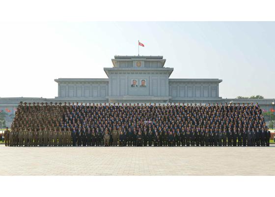 160922-rs-kim-jong-un-marschall-kim-jong-un-liess-sich-mit-den-entwicklern-der-atomwaffen-fotografieren-%ea%b2%bd%ec%95%a0%ed%95%98%eb%8a%94-%ea%b9%80%ec%a0%95%ec%9d%80%eb%8f%99%ec%a7%80
