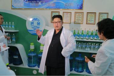 160930-%ec%a1%b0%ec%84%a0%ec%9d%98-%ec%98%a4%eb%8a%98-kim-jong-un-genosse-kim-jong-un-besuchte-die-quellwasserfabrik-ryongaksan-10-%ea%b2%bd%ec%95%a0%ed%95%98%eb%8a%94-%ea%b9%80%ec%a0%95