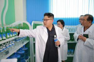 160930-%ec%a1%b0%ec%84%a0%ec%9d%98-%ec%98%a4%eb%8a%98-kim-jong-un-genosse-kim-jong-un-besuchte-die-quellwasserfabrik-ryongaksan-11-%ea%b2%bd%ec%95%a0%ed%95%98%eb%8a%94-%ea%b9%80%ec%a0%95