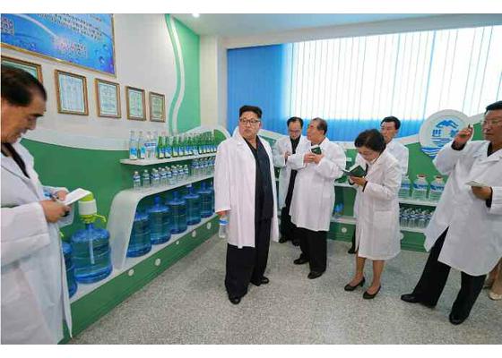 160930-rs-genosse-kim-jong-un-besuchte-die-quellwasserfabrik-ryongaksan-01-%ea%b2%bd%ec%95%a0%ed%95%98%eb%8a%94-%ea%b9%80%ec%a0%95%ec%9d%80%eb%8f%99%ec%a7%80%ea%bb%98%ec%84%9c-%eb%a3%a1