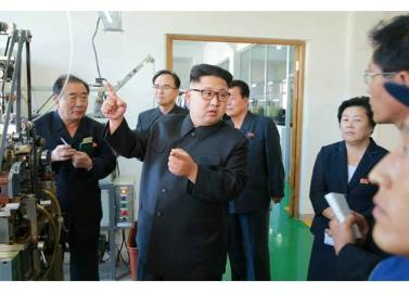 161007-rs-kim-jong-un-genosse-kim-jong-un-besichtigte-die-souvenirfabrik-der-historischen-revolutionaeren-gedenkstaette-mangyongdae-02-%ea%b2%bd%ec%95%a0%ed%95%98%eb%8a%94-%ea%b9%80%ec%a0%95