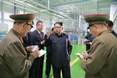 161029-sk-kim-jong-un-genosse-kim-jong-un-besichtigte-die-neu-errichtete-seifenfabrik-ryongaksan-04-%ea%b2%bd%ec%95%a0%ed%95%98%eb%8a%94-%ea%b9%80%ec%a0%95%ec%9d%80%eb%8f%99%ec%a7%80