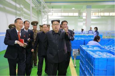161029-sk-kim-jong-un-genosse-kim-jong-un-besichtigte-die-neu-errichtete-seifenfabrik-ryongaksan-07-%ea%b2%bd%ec%95%a0%ed%95%98%eb%8a%94-%ea%b9%80%ec%a0%95%ec%9d%80%eb%8f%99%ec%a7%80