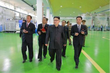 161029-sk-kim-jong-un-genosse-kim-jong-un-besichtigte-die-neu-errichtete-seifenfabrik-ryongaksan-11-%ea%b2%bd%ec%95%a0%ed%95%98%eb%8a%94-%ea%b9%80%ec%a0%95%ec%9d%80%eb%8f%99%ec%a7%80