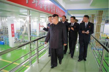 161029-sk-kim-jong-un-genosse-kim-jong-un-besichtigte-die-neu-errichtete-seifenfabrik-ryongaksan-12-%ea%b2%bd%ec%95%a0%ed%95%98%eb%8a%94-%ea%b9%80%ec%a0%95%ec%9d%80%eb%8f%99%ec%a7%80