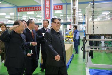 161029-sk-kim-jong-un-genosse-kim-jong-un-besichtigte-die-neu-errichtete-seifenfabrik-ryongaksan-13-%ea%b2%bd%ec%95%a0%ed%95%98%eb%8a%94-%ea%b9%80%ec%a0%95%ec%9d%80%eb%8f%99%ec%a7%80