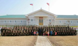 161113-rs-kim-jong-un-marschall-kim-jong-un-inspizierte-die-vorpostenbasis-der-insel-kali-und-die-verteidigungstruppe-der-insel-jangjae-09-%ea%b2%bd%ec%95%a0%ed%95%98%eb%8a%94-%ea%b9%80