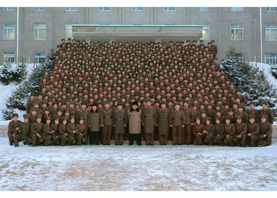 161125-rs-kim-jong-un-marschall-kim-jong-un-inspizierte-den-kommandostab-des-380-grossen-truppenverbandes-der-kva-%ea%b2%bd%ec%95%a0%ed%95%98%eb%8a%94-%ea%b9%80%ec%a0%95%ec%9d%80%eb%8f%99