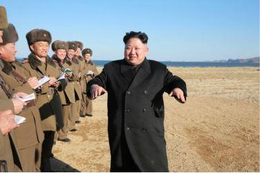 161202-%ec%a1%b0%ec%84%a0%ec%9d%98-%ec%98%a4%eb%8a%98-kim-jong-un-marschall-kim-jong-un-begutachtete-eine-grosse-kanonenfeueruebung-der-koreanischen-volksarmee-01-%ea%b2%bd%ec%95%a0%ed%95%98